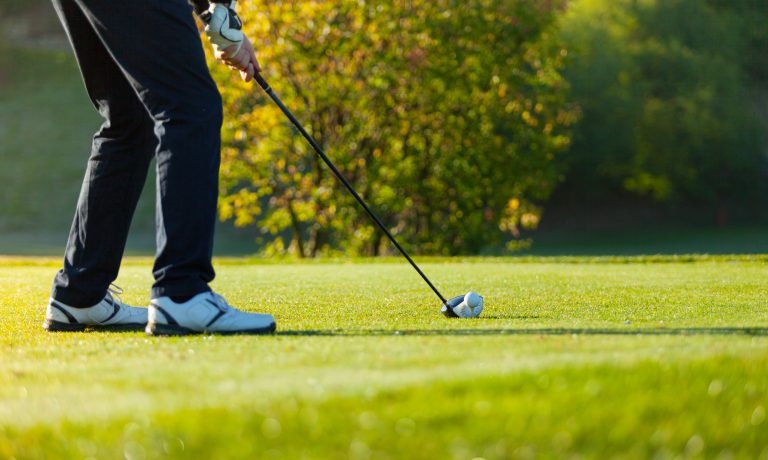 golfing near gladstone [Jakub Gojda] © 123rf