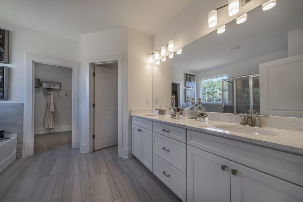 Building beautiful owner suites like these in Millwood Farms